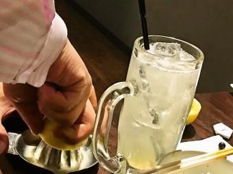 亀有南口の「炭火焼きホルモン ぶっちゃ~」が5周年企画で「ドリンク一杯5円」だったので行ってきた