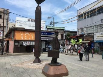 柴又駅前に「さくら像」が建つ  駅前のお店で感想を聞いてきた