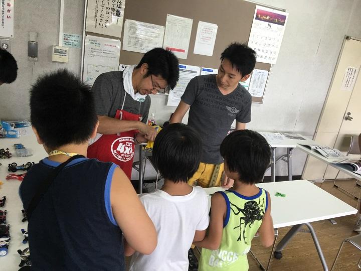 水元学び交流館で行われた「チームたまてばこ」によるミニ四駆走行会