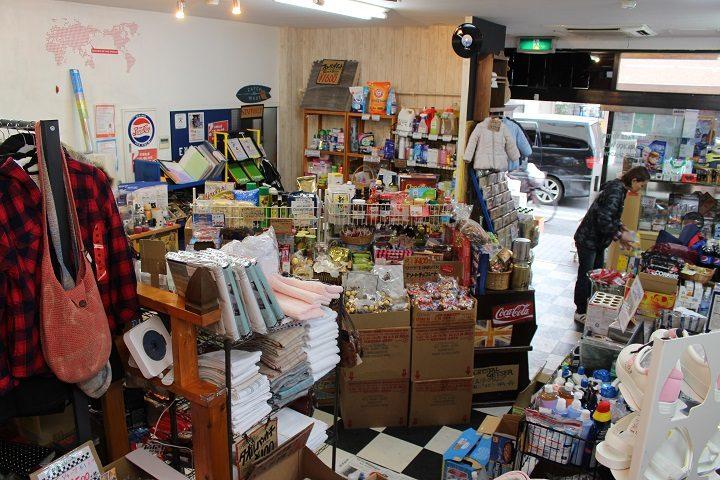 柴又のアウトレットショップ WAVEの店内写真