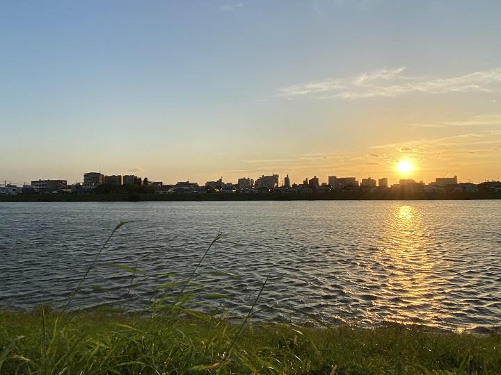 中川の夕日